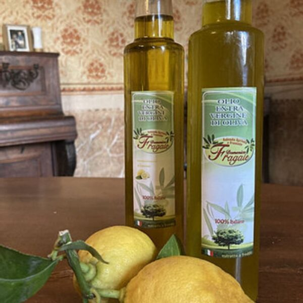 composizione di olio al limone e olio evo monocultivar